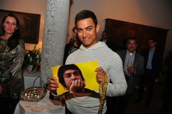 Aamir Khan Cute Look Pose At The Dhoom 3 Press Conference In Switzerland