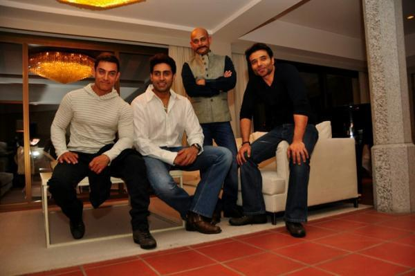 Aamir,Abhishek,Vijay And Uday Posed For Camera At The Dhoom 3 Press Conference In Switzerland