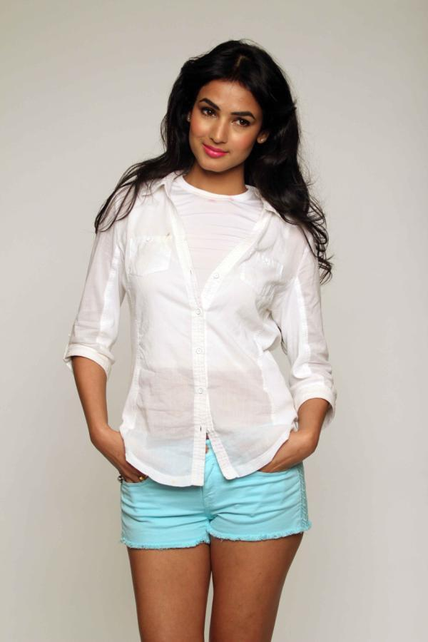 Sexy Sonal Chauhan Fashionable Look Photo Shoot For 3G Cinema Promotion