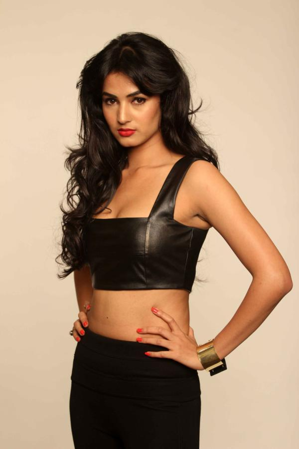 Sonal Chauhan Sexy Look Gorgeous Photo Shoot For 3G Cinema Promotion
