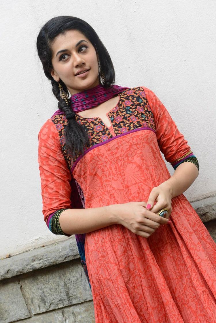 Taapsee Pannu In Orange Salwar Kameez Posed For Camera At Gundello Godari Movie Success Meet Function