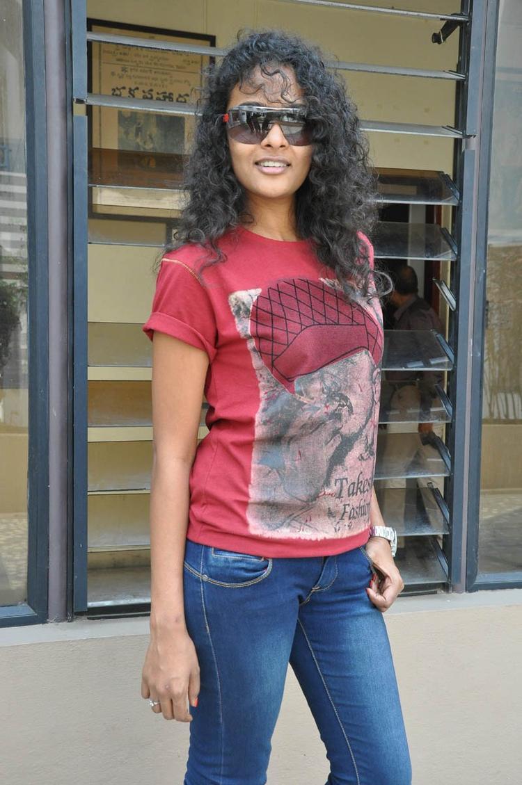 Sonia Deepti Curly Hair Stylish Look At Mr.Manmadha Movie Team Press Meet