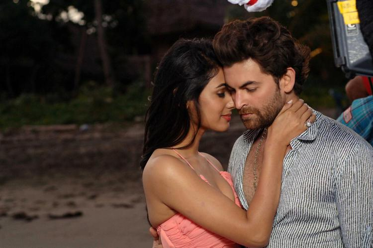 Sonal And Neil Nitin Romance Photo Still From Movie 3G