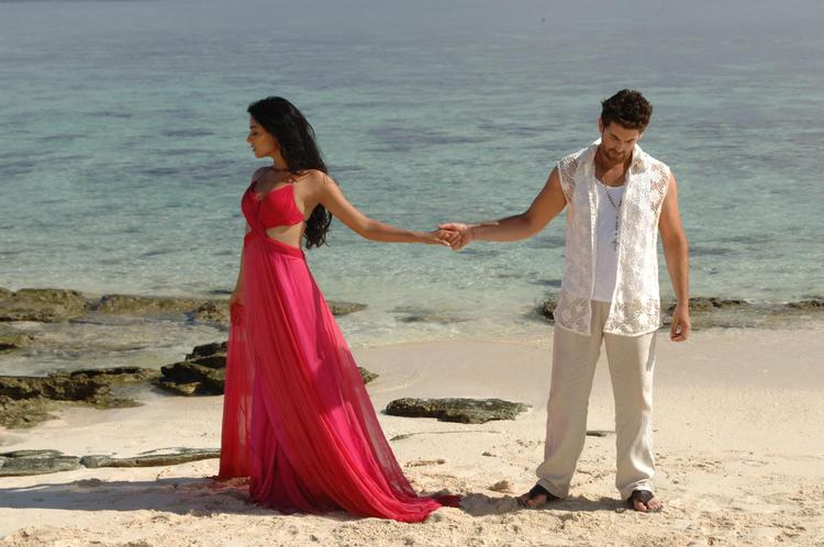 Sonal And Neil Nitin Song On Beach Photo Still From Movie 3G