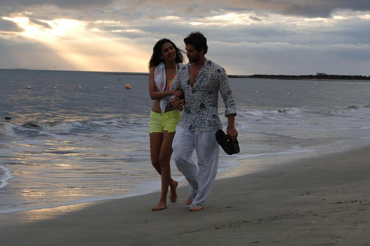 Sonal And Neil Nitin Walking On Beach Photo Still From Movie 3G