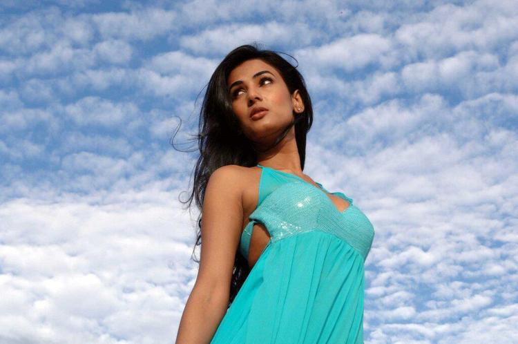 Sonal Chauhan Glamorous Look Photo Still From Movie 3G