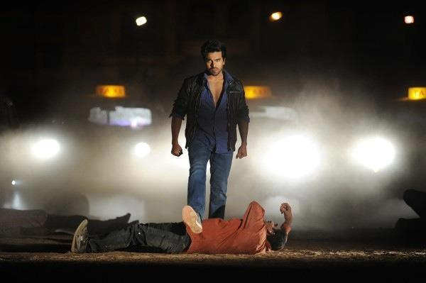 Ram Charan Angry Look Photo Stil From Movie Naayak