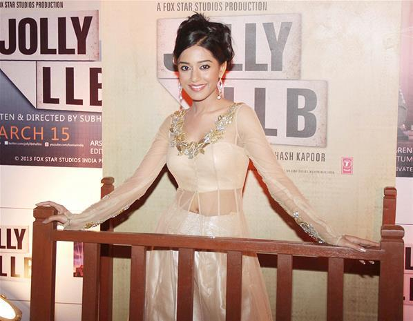 Amrita Rao Stylish Look At The Premiere Of The Film Jolly LLB