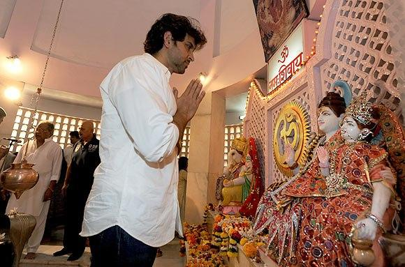 Hrithik Roshan Prayers At Panvel Shiva Temple
