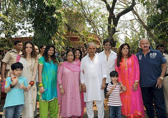 Rakesh,Pinky,Hrithik,Suzanne,Hrehaan,Hridhaan And Sunaina Clicked On The Occasion Of Mahashivratri At Panvel Shiva Temple