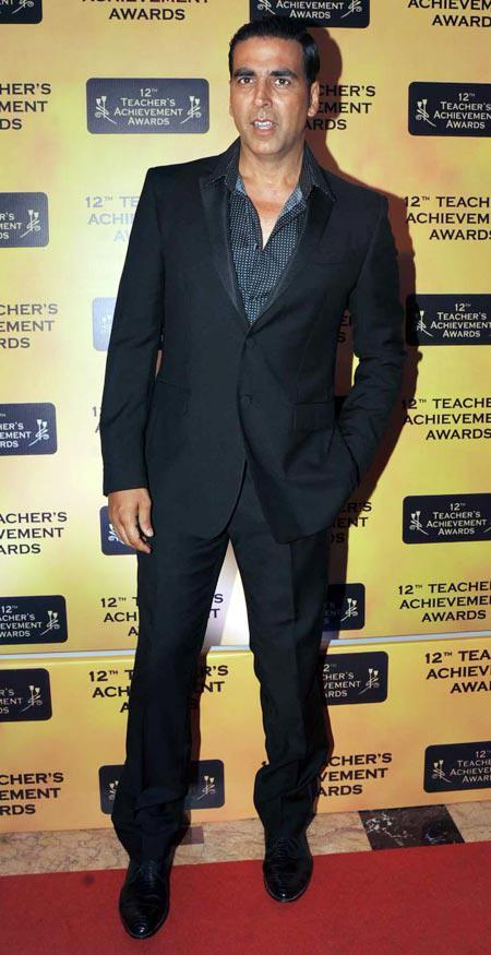 Akshay Kumar Posed In Red Carpet At Teachers Achievement Awards 2013