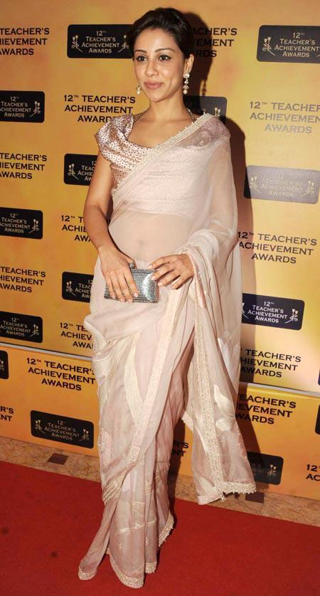 Amrita Puri Sexy Look In Red Carpet At Teachers Achievement Awards 2013