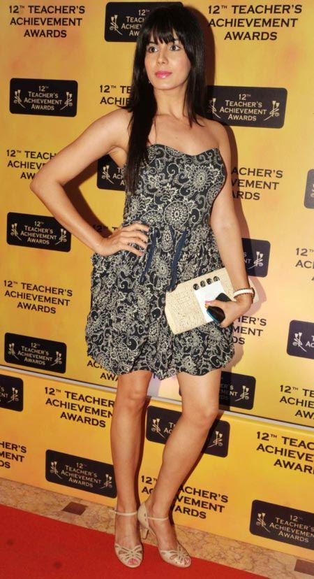 A Hot Celeb Posed In Red Carpet At Teachers Achievement Awards 2013