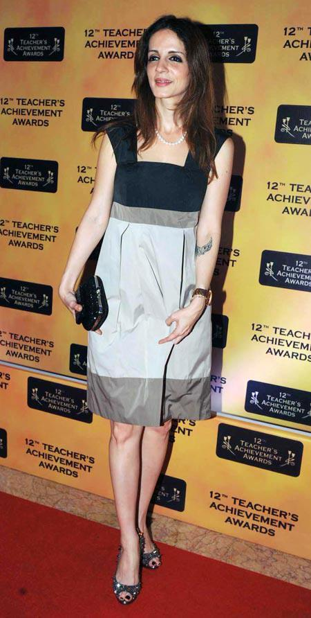 Suzanne Roshan In Red Carpet Dazzling Look At Teachers Achievement Awards 2013