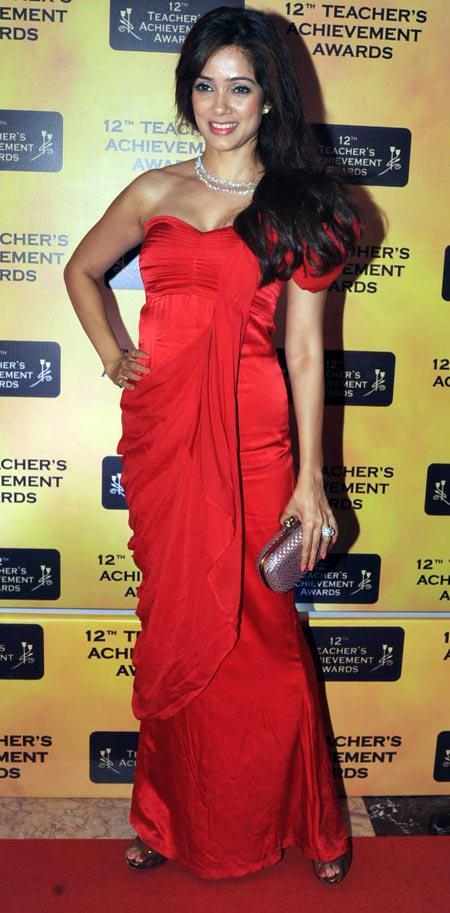 Vidya Malvade In Red Carpet At Teachers Achievement Awards 2013