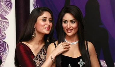 Kareena Clicked A Photo With Her Wax Statue At Madame Tussauds
