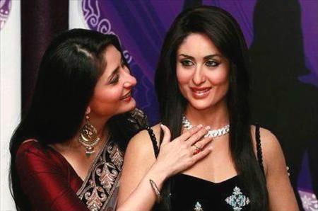 Kareena Looking Her Wax Statue During The Statue Launch At Madame Tussauds