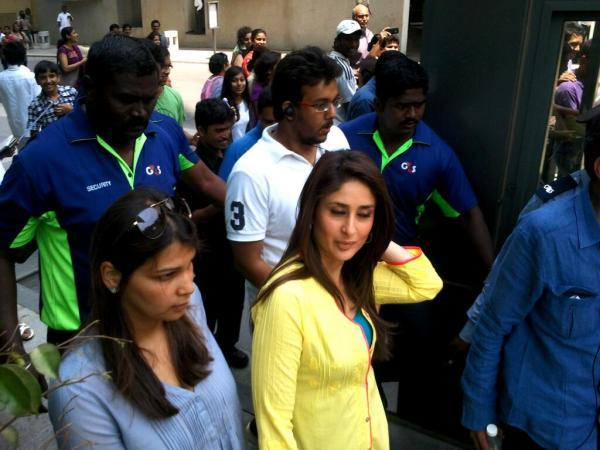 Kareena Cute Look Photo Clicked On The Sets Of Gori Tere Pyaar Mein