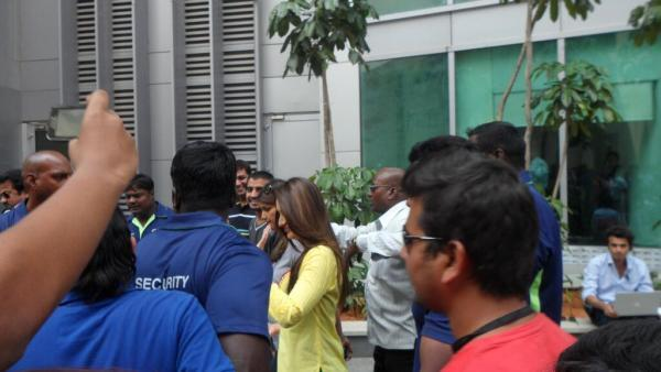 Kareena Snapped On The Sets Of Gori Tere Pyaar Mein