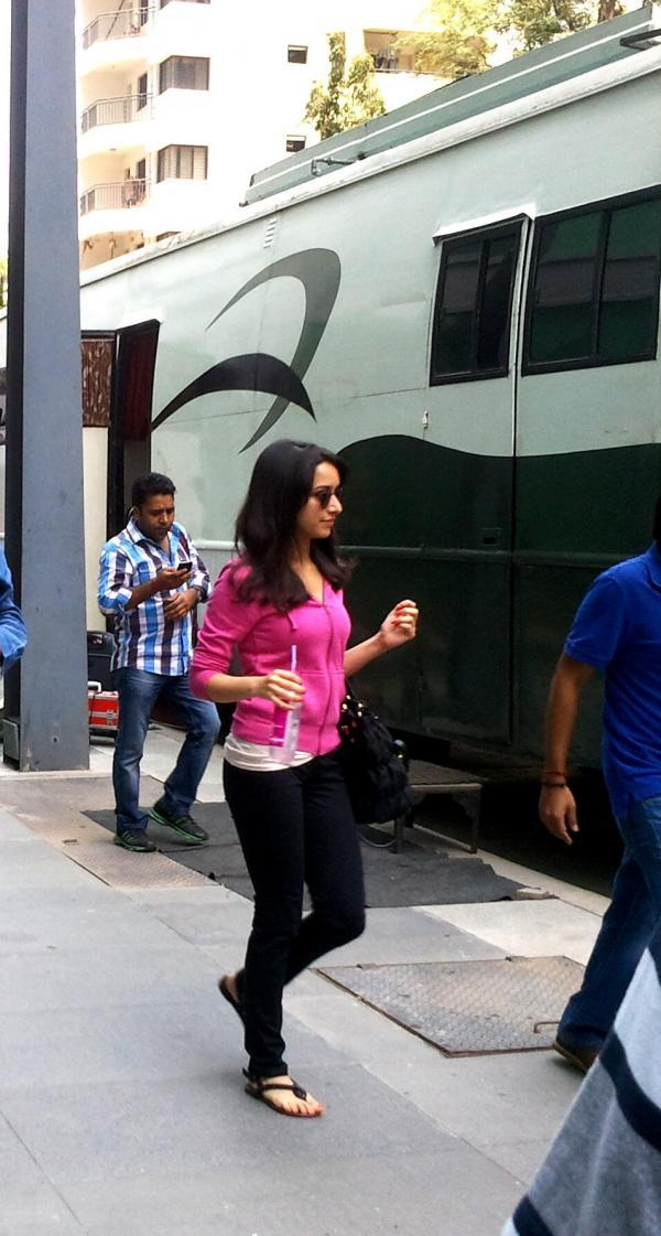 Shraddha Walking Photo Clicked On The Sets Of Gori Tere Pyaar Mein