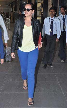 Sonakshi Glamorous Look Photo Clicked At The Mumbai Airport