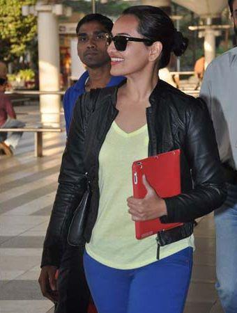 Sonakshi Looked Sexy In A Black Over Jacket At The Mumbai Airport