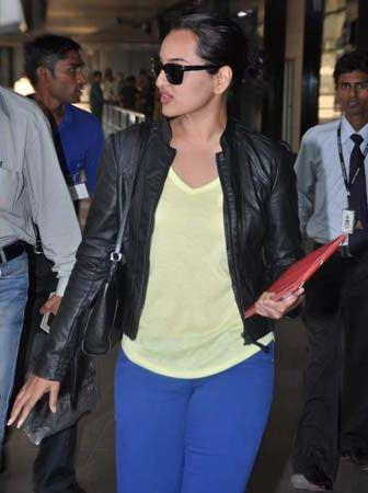 Sonakshi Photo Clicked At The Mumbai Airport