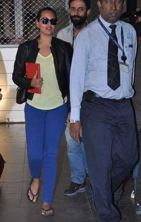 Sonakshi Sinha Clicked During A Journey At The Mumbai Airport