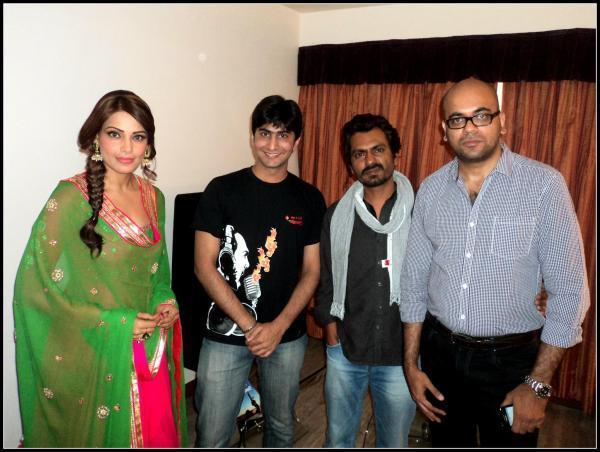Bipasha And Nawazuddin Posed For Camera At The Promotional Event Of Aatma In Indore