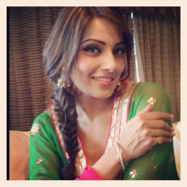 Bipasha Basu Cute Smiling Pose At The Promotional Event Of Aatma In Indore