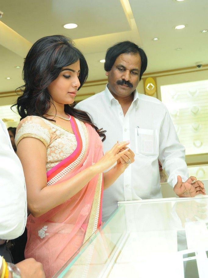 Samantha Snapped At The Launch Of Diamond Jewellery In Kirtilal Jewellers