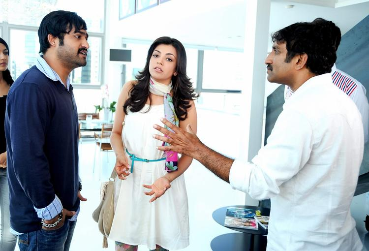 Jr.NTR,Kajal And Srinu Disscursion Photo Still On Baadshah Movie Location