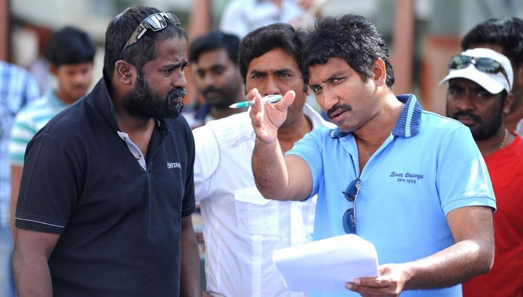 K.V.Guhan And Srinu Snapped On Baadshah Movie Location
