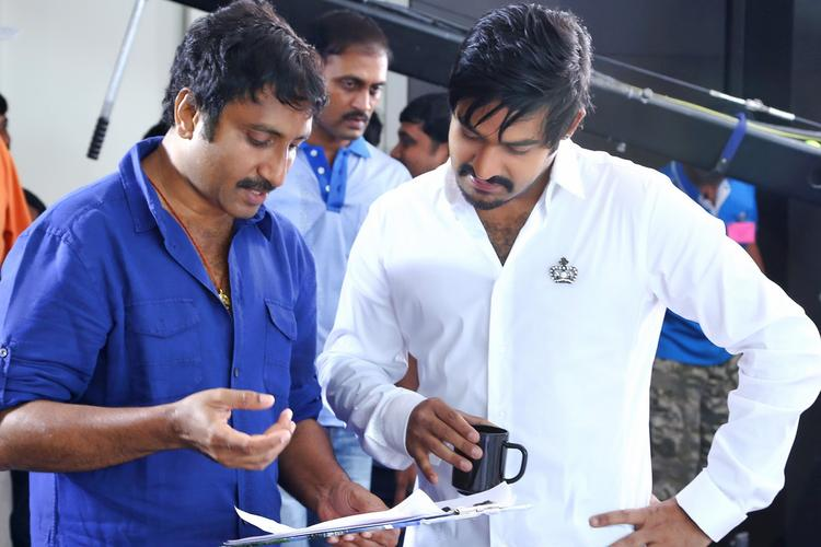 Srinu And Jr.NTR Snapped On Baadshah Movie Location