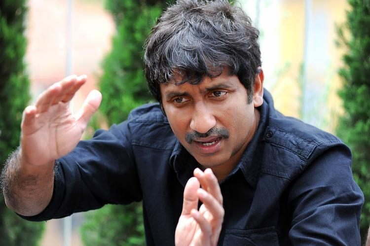 Srinu Vaitla Explain The Story Photo Clicked On Baadshah Movie Location
