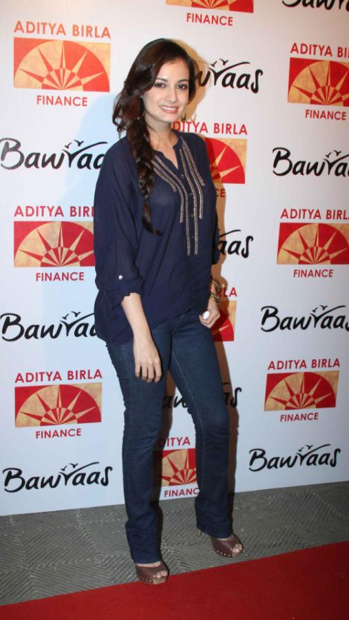Dia Mirza Strike A Pose For Camera At Bawraas An Evening Of Laughter