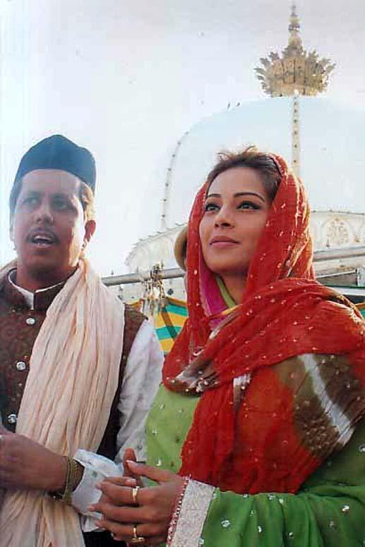 Bipasha Basu Photo Clicked At Ajmer Sharif Dargah