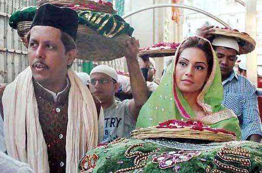 Bipasha Hold Chadar Photo Clicked At Ajmer Sharif Dargah