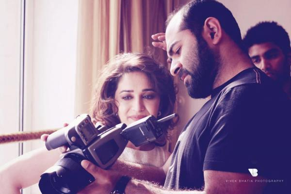 Madhuri Dixit Cool Look During The Cover Shoot On The Sets Of Filmfare