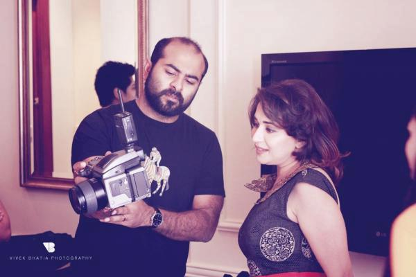 Madhuri Dixit See The Video Clip During The Cover Shoot On The Sets Of Filmfare