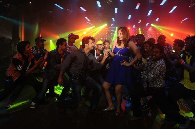 Nitin And Jwala On Dance Floor Photo Still From Gunde Jaari Gallanthainde
