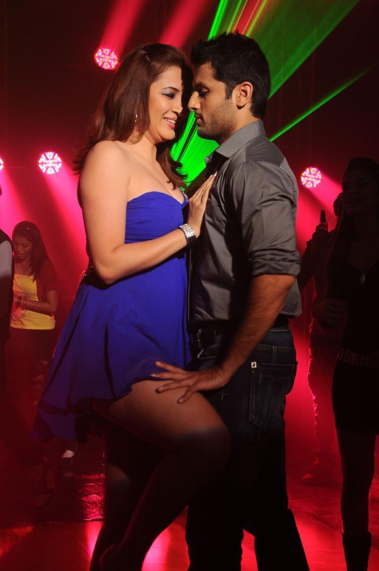 Nitin And Jwala Hot Expression Photo Still From Gunde Jaari Gallanthainde