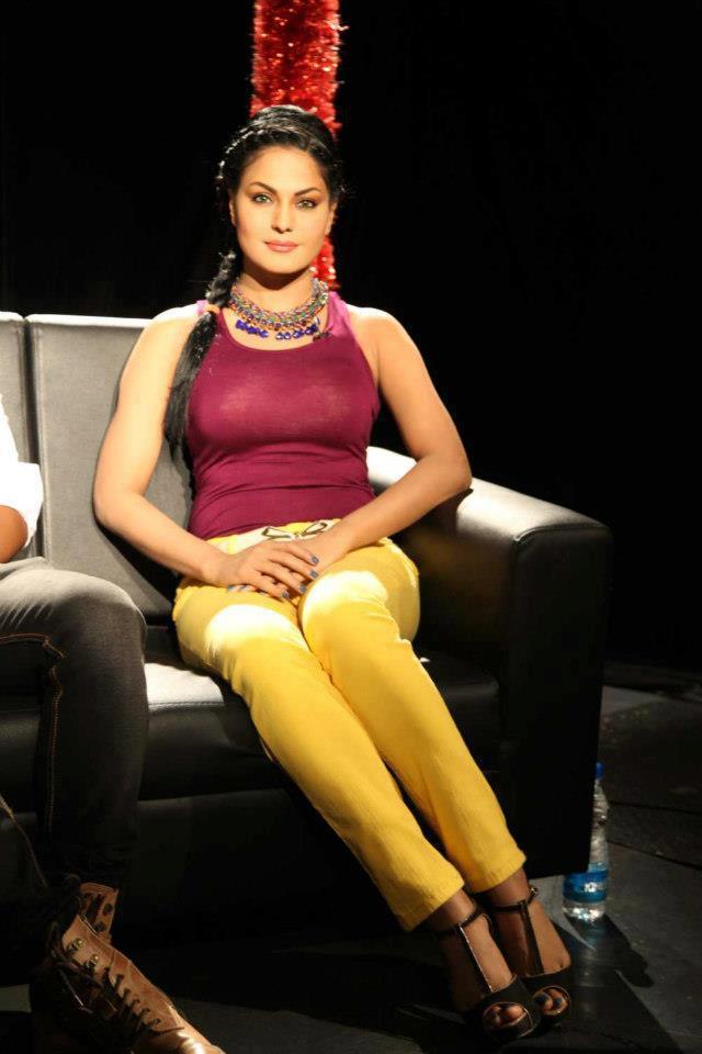 Veena Malik Addresses The Media At News24 Bangalore