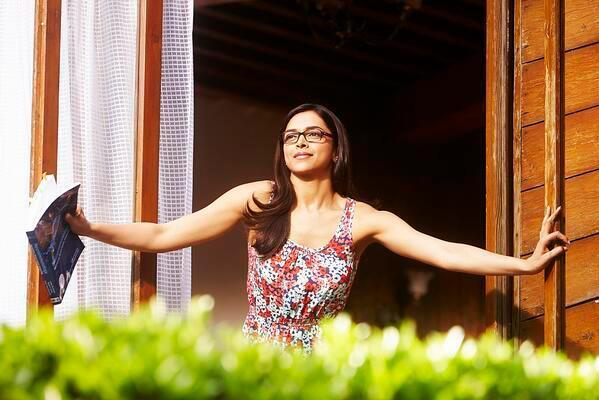 Deepika Padukone Dazzling Cool Look Still From Yeh Jawaani Hai Deewani Movie