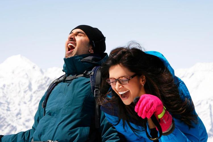 Ranbir And Deepika Cool Look Still From Yeh Jawaani Hai Deewani Movie
