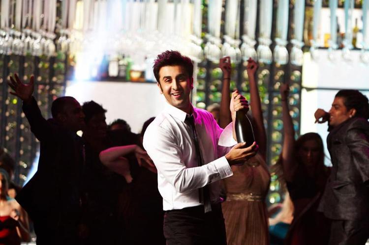 Ranbir Kapoor Smiling Cute Look Still From Yeh Jawaani Hai Deewani Movie