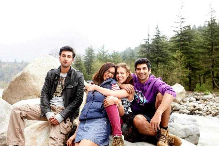 Ranbir,Deepika And Kalki Enjoyable Look Still From Yeh Jawaani Hai Deewani Movie