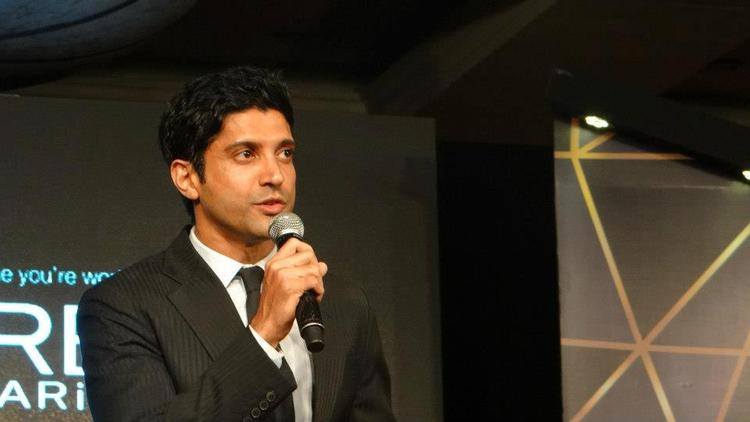 Farhan Akhtar Looks Dapper In A Suit At Loreal Femina Women Awards