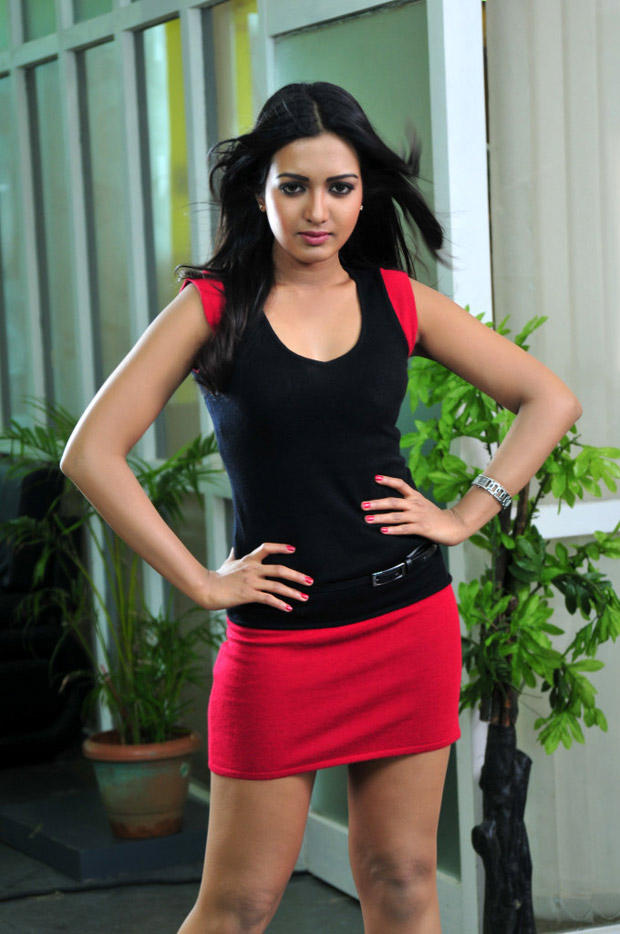 Katherine Spicy Look Photo Still From Movie Chammak Challo
