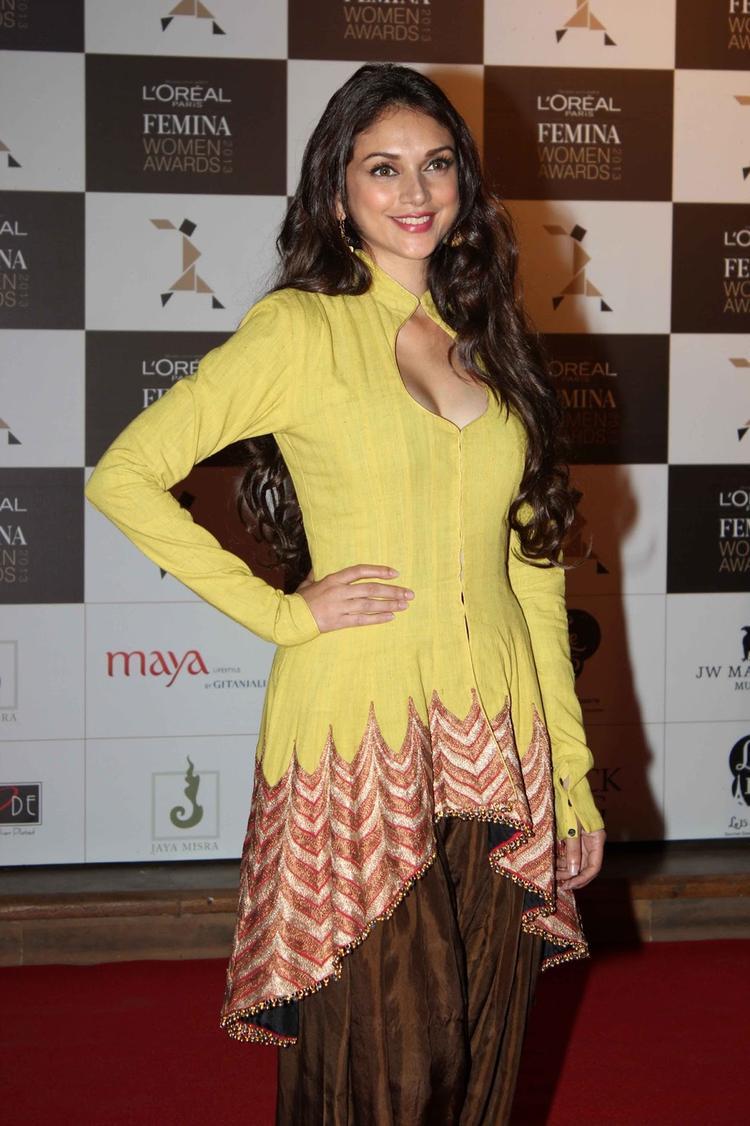 Aditi Rao Hydari Sexy Look At Loreal Femina Women Awards 2013